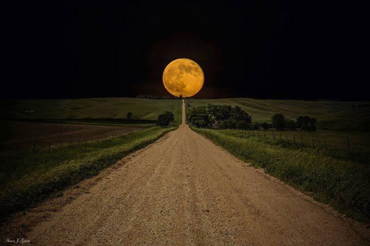 lune rousse.jpg