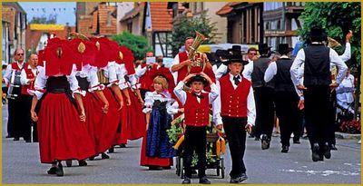 costumes traditionnels alsaciens.jpg